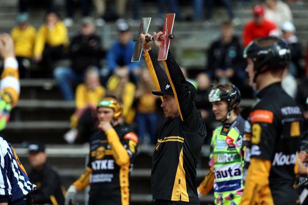 Kakkospelinjohtaja Saku Kapanen palasi pelikentille kuuden vuoden tauon jälkeen.