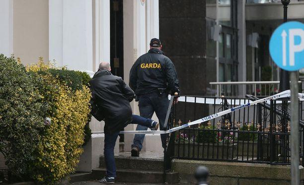 The Regency -hotelli on eristetty murhatutkimuksen vuoksi.