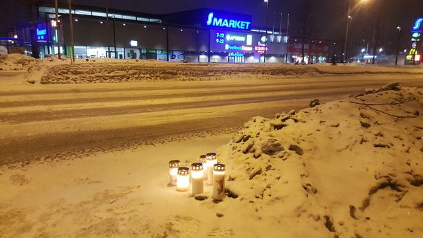 Vasenta kaistaa ajanut 81-vuotias mies ei huomannut, että 80-vuotias nainen oli lähtenyt ylittämään suojatietä, vaan ajoi tämän päälle Kuopiossa Tasavallankadun ja Kaskikadun risteyksessä maanantaina.