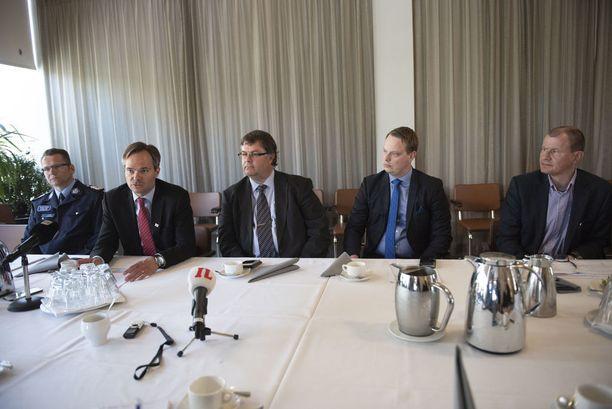 Lahden kaupungin tiedotustilaisuuteen osallistuivat Hämeen poliisipäällikkö Ilkka Koskimäki, Sisäministeri Kai Mykkänen, Lahden kaupunginjohtaja Mika Mäkinen, Lahden kaupunginhallituksen puheenjohtaja Pekka Komu ja Päijät-Hämeen hyvinvointiyhtymän toimialajohtaja Mika Forsberg.