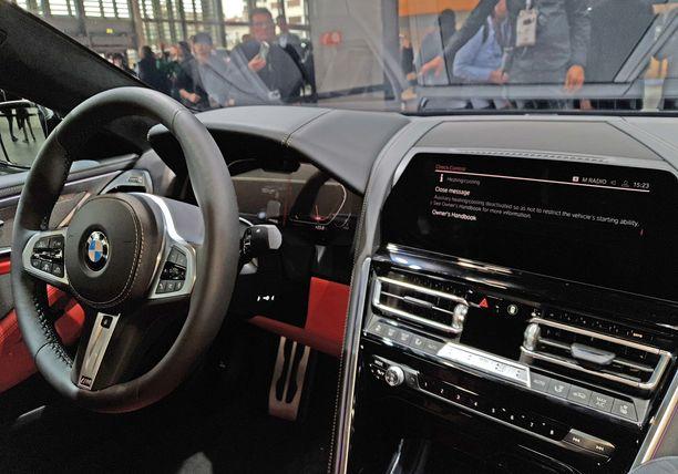 BMW 8 Coupen ohjaamo huokuu ylellisyyttä.