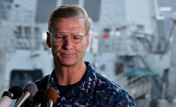 Yhdysvaltain seitsemännen laivaston komentaja Joseph Aucoin sai potkut törmäyksen vuoksi.