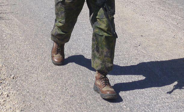 SKJI:n kuljetusupseerina työskennelleen sotilaan epäillään syyllistyneen palvelusrikokseen ja lahjusrikkomukseen. Kuva ei liity tapaukseen.