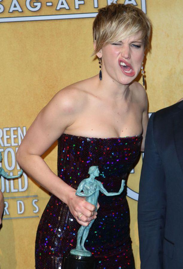 Jennifer Lawrence tunnetaan hassuttelustaan punaisella matolla.