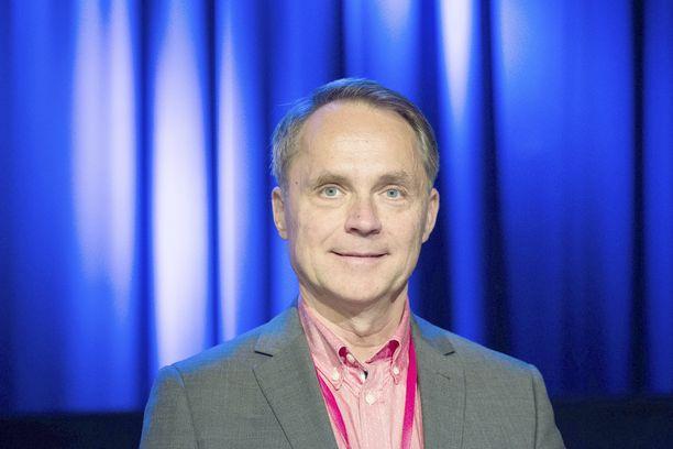 Tietokirjailija Petteri Järvinen mokasi somessa.