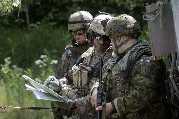 Naton jättiharjoitukseen osallistuu Suomesta yhteensä 2400 sotilasta. Kuvassa suomalaisia Naton Saber Strike -harjoituksessa Virossa 201