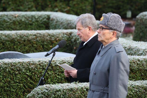 Presidentti Sauli Niinistö piti puheen Mauno Koiviston muistoksi.