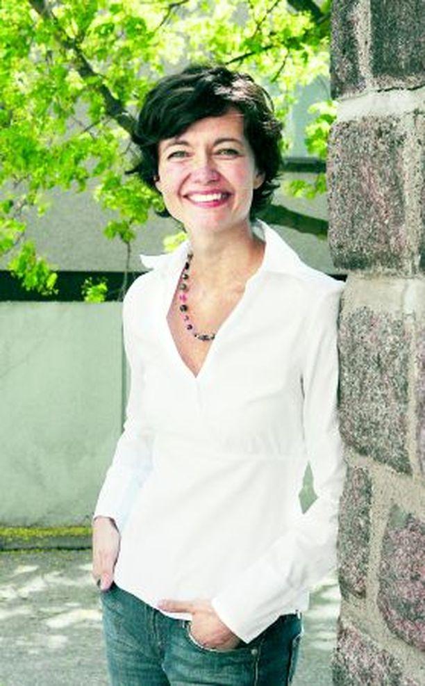 – On iso päätös lähteä kokopäiväisesti työhön politiikkaan, Kirsi Piha pohtii ehdokkuuttaan eduskuntavaaleissa.