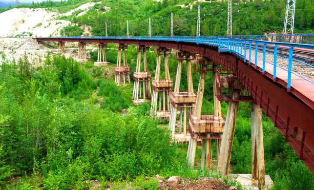 Niin kutsuttu paholaisen silta Baikalin-Amurin radalla Burjatiassa Siperiassa.