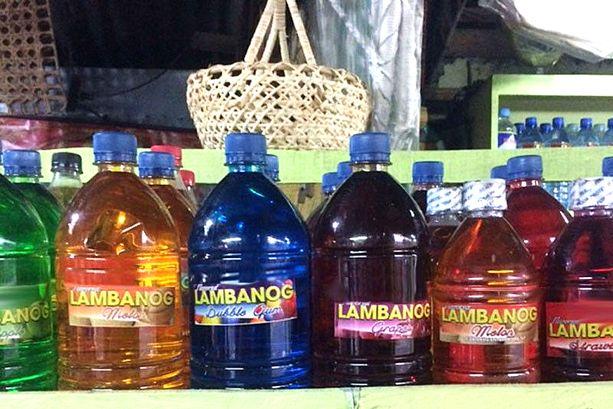 Lambanogin kotipoltto ja laiton myynti on Filippiineillä yleistä.