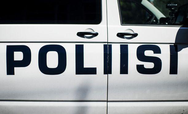 Poliisi etsii noin kymmenen hengen nuorisojoukkoa Kuopiossa. Kuvituskuva.