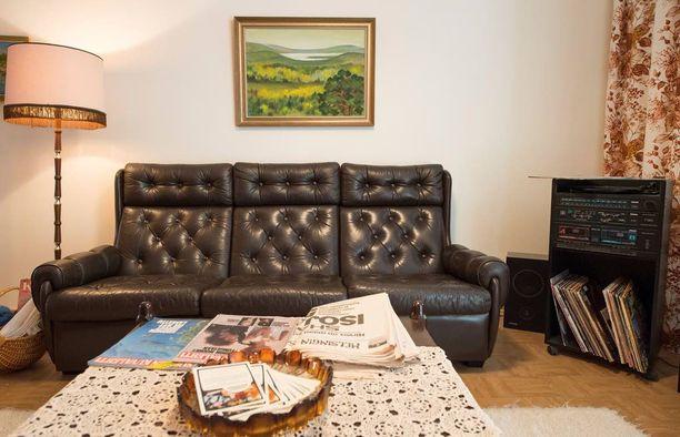 Vantaan vuoden 2015 asuntomessuille sisustettiin kasarikoti, jossa kaikki aikakauden tyylit ja trendit olivat esillä. Tämä nahkasohva on hyvä esimerkki 80-luvun sisustuksesta!