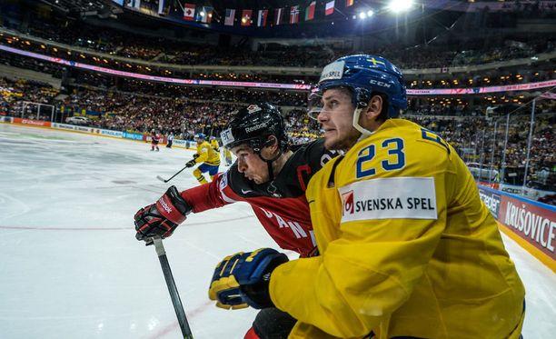 Oliver Ekman-Larsson oli viime kevään MM-kisojen tehokkain puolustaja. Tänä keväänä häntä ei MM-jäällä nähdä.