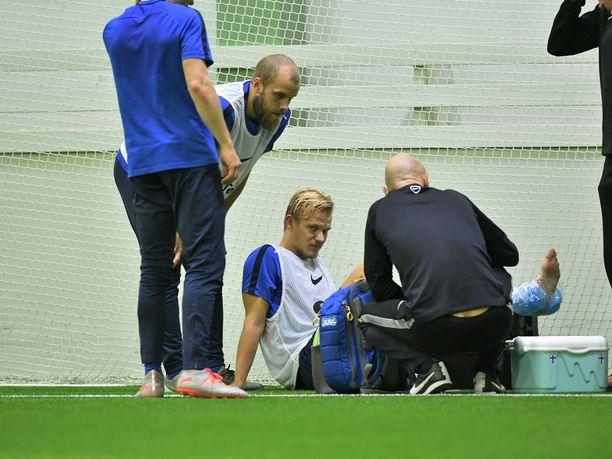 Joel Pohjanpalo teloi nilkkansa maanantaina Talin jalkapallohallissa.