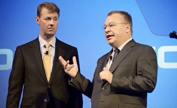Nokian väliaikainen pääjohtaja Risto Siilasmaa ja matkapuhelinyksikön johtoon siirtynyt Stephen Elop kertoivat jättikaupasta Espoon Dipolissa 3. syyskuuta 2013.
