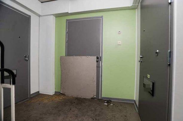 Murhatutkintaan johtivat Valkeakoskelta asunnosta löytyneet kaksi palanutta ruumista.