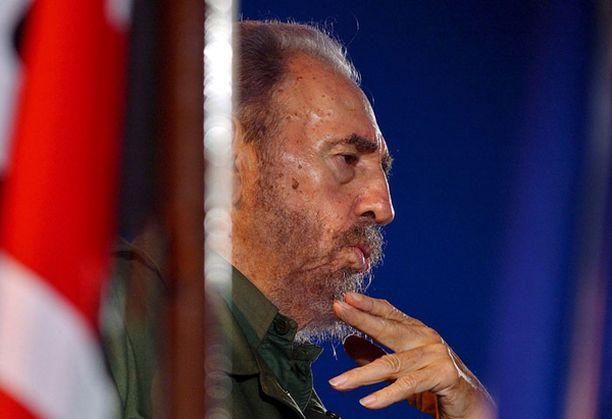 Fidel Castro kertoo päätöksestään havannalaisessa lehdessä.