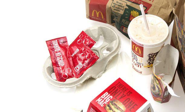 Nainen ajoi Kouvolan McDonald'sin autokaistalle huumepäissään. Kuvituskuva.