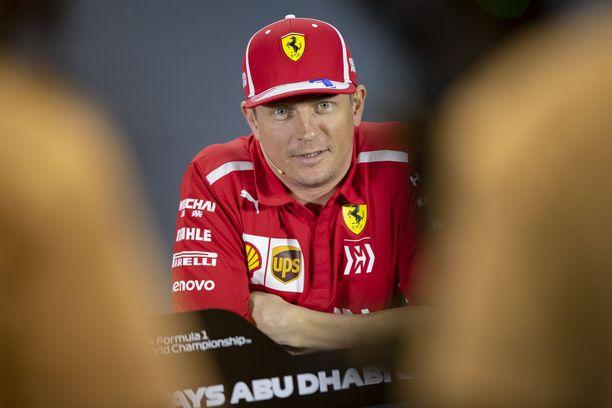 Kimi Räikkönen muisti Toni Vilanderia upealla lahjalla.
