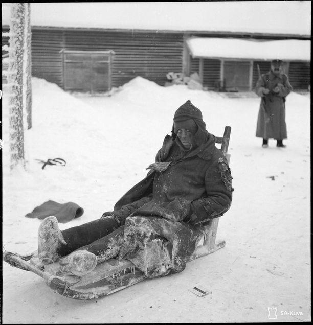 Kuvia venäläisistä sotavangeista hyödynnettiin Suomen propagandassa. Kuvan vanki Matkaselällä noin 30 kilometriä Sortavalasta pohjoiseen tammikuun lopussa 1940.