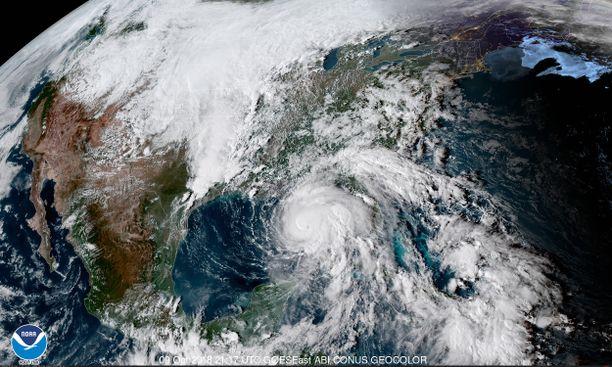 Hurrikaani Michael liikkuu Meksikonlahdella pohjoisen suuntaan noin 20 kilometriä tunnissa.