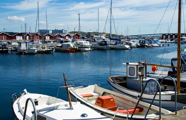 """Huvivenesatamat eivät voi käännyttää ruotsalaisiakaan veneitä takaisin merelle. """"Se on rajavartiolaitoksen tehtävä"""", sanoo satamamestari Simon Karlsson."""