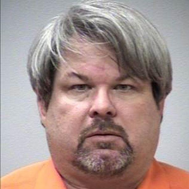 Dalton ampui uhrinsa viiden tunnin aikana. Välillä hän otti kyytiin asiakkaita ja palveli heitä normaalisti.