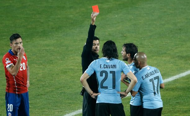 Lopussa brassituomari Sandro Ricci jakoi punaiset kortit Uruguayn Jorge Fucilelle ja päävalmentaja Tabárezille.