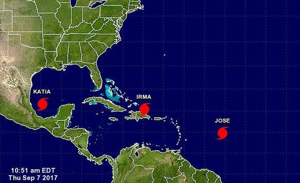 Katia, Irma ja Jose karttakuvassa. Irma on aiheuttanut Karibian saarilla suurta tuhoa, ja sen pelätään tekevän valtavaa vahinkoa Haitilla. Floridassa rannikkokaupunki Miami on erityisessä vaarassa. Josen tuhovoima ei ennusteen mukaan ulotu asutetuille maa-alueille.