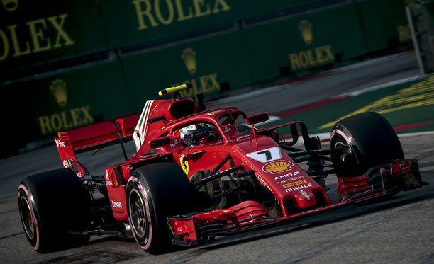 Kimi Räikkönen oli perjantain nopein Singaporen GP:n harjoituksissa.