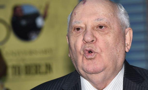 Mihail Gorbatshov on useaan otteeseen toivonut pysyvää tulitaukoa Itä-Ukrainaan.