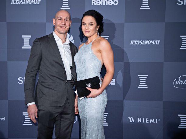 Amin Asikainen ja hänen kihlattunsa Nadia Ammour edustivat viime viikolla Urheilugaalassa.