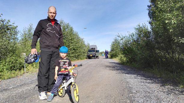 Tomi ja Onni Vidbäck löysivät keskiviikkona Porin Murtosenmutkasta sodanaikaisen ammuksen.