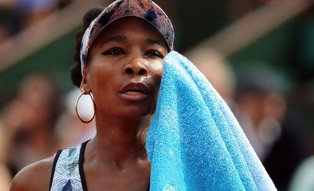 Venus Williamsin olisi pitänyt väistää oikealta tullutta autoa.