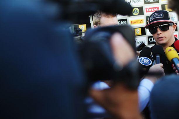 Räikkönen on fanien ja median pyörityksessä.