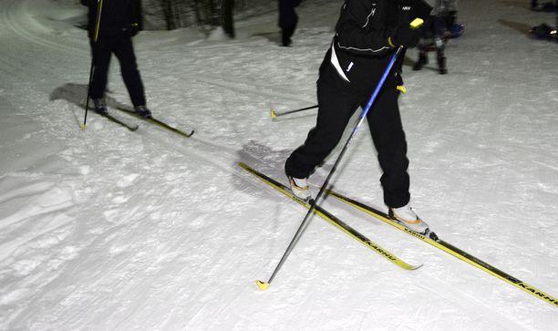 Hiihtoladuilla erilaisten huuteluiden kohteeksi joutuvat monien kokemusten mukaan muita hitaammin liikkuvat hiihtäjät.