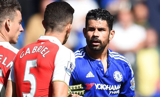 Diego Costa junaili Arsenalin Gabrieille punaisen kortin.