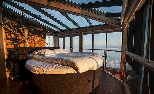 Revontulia voi ihailla Iso-Syötteellä myös sängyssä makaamalla.