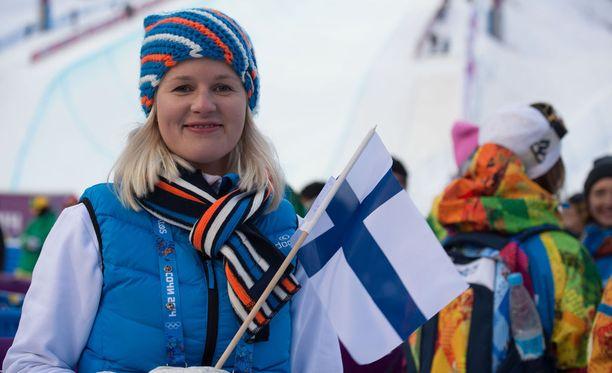 Urheilupsykologi Hannaleena Ronkainen toimii ampumahiihtäjien tukena tällä viikolla Östersundin maailmancupissa.