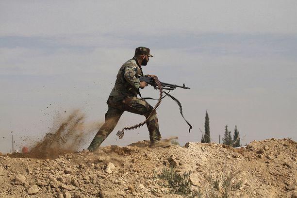 Shiiataistelija otti yhteen oppositoryhmä Vapaan Syyrian armeijan kanssa vuonna 2013. Syyrian hallituksen riveissä taistelee Iranin lähettämien sotilaiden lisäksi myös libanonilainen shiiajärjestö Hizbollah.