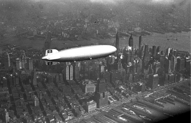 Zeppeliini Manhattanin yllä.