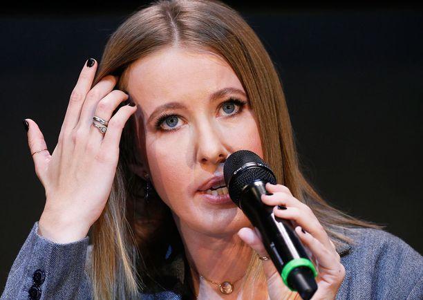 Ksenia Sobtshak liittyi Putinin ja vaalivilpin vastaisiin mielenosoituksiin vuonna 2012.