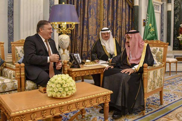 Ulkominsteri Mike Pompeo tapasi ensin kuningas Salmanin ja myöhemmin kruununprinssi Mohammed bin Salmanin Riadissa tiistaina.