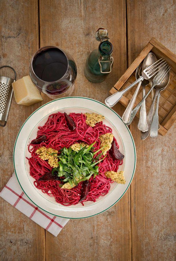 Punajuuripesto syntyy sillä aikaa, kun keität spagetin.