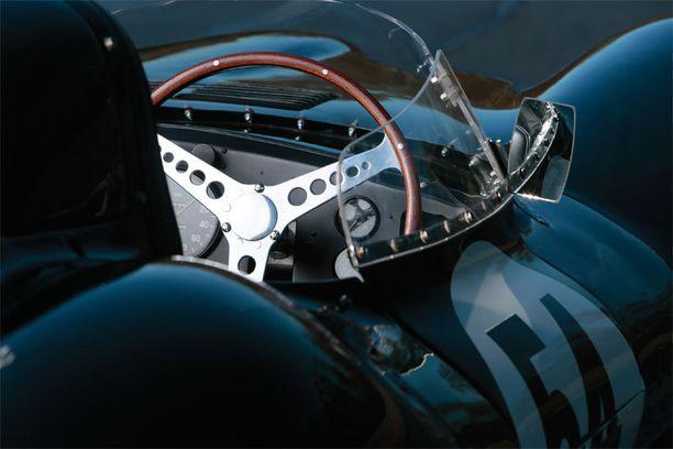 Jaguarin ohjaamo.