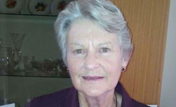 Anne Cameron, 79, katosi lähdettyään kävelylle vanhainkodista. Hänen vaatteensa ja kävelykeppinsä löytyivät aiemmin alueelta.