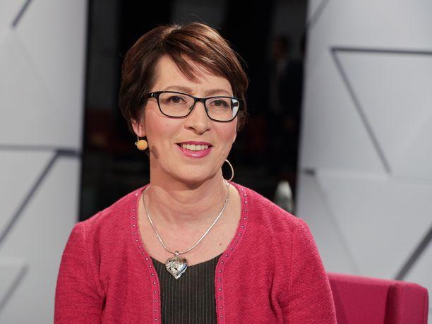 Kristillisdemokraattien puheenjohtaja Sari Essayah kertoi keskiviikkona puolueensa liittoutuvan kansalaispuolueen kanssa ensi kevään kuntavaaleissa.