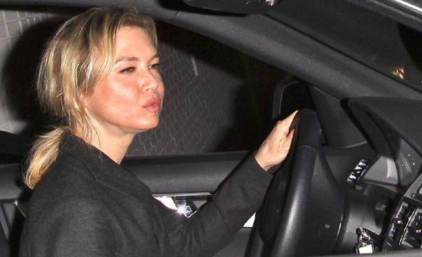 Renée Zellwegerin kauneusoperaatio vuonna 2009 herätti vähemmän mairittelevaa huomiota.
