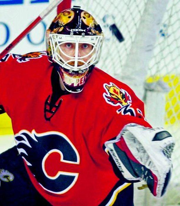 """Calgary Flamesin Miikka Kiprusoff pokkasi viime keväänä Vezina ja Jennings Trophyn NHL:n parhaana maalivahtina, ja tällä kaudella """"Kipperin"""" taso on säilynyt yhtä häikäisevänä."""