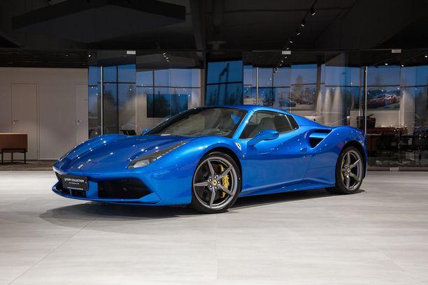 Toiseksi kalleimman auton tittelin pokkaa Ferrari 488. Hintaa reilut puoli miljoonaa euroa.